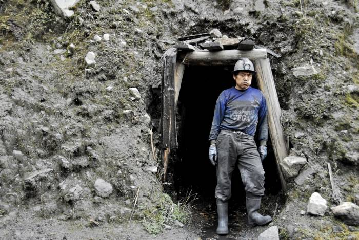 Old Fashioned Coal Mining, Peru
